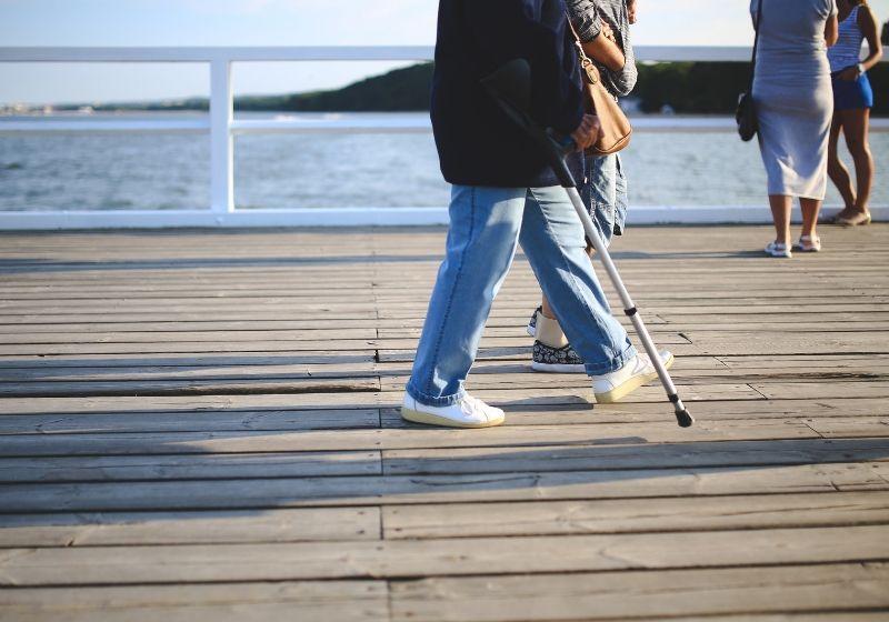 Cómo llevar una muleta para evitar lesiones y problemas