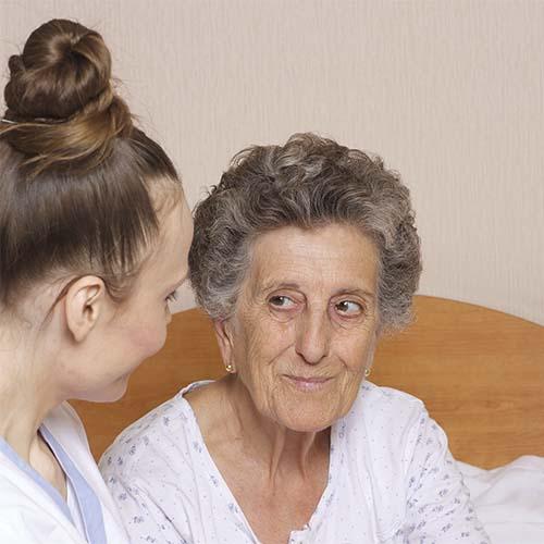 Tipos y usos de pijamas geriátricos